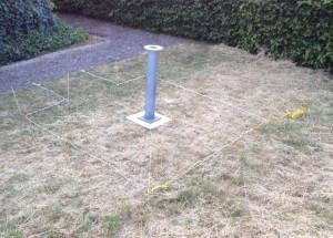 Der Platz für die externe Beobachtungsstation wird abgesteckt.